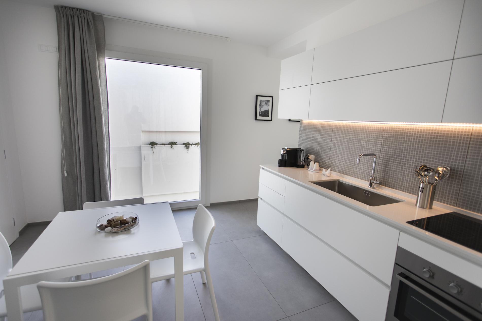 Appartamento bilocale con balcone e vista mare a favignana for Appartamenti favignana